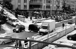 Bursa'da otomobillerin buz dansı
