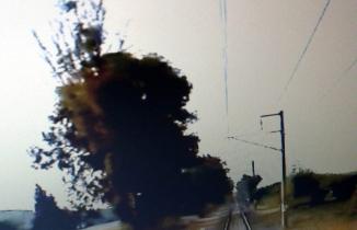Tren traktöre böyle çarptı